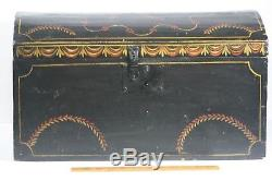 1820s Rare Original Hand Painted Dome Top Worcester Trunk Box Feather Designed