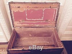 ANTIQUE STEAMER TRUNK, OAK WOOD / METAL ACCENTS, BEAUTIFUL, FLAT TOP NR