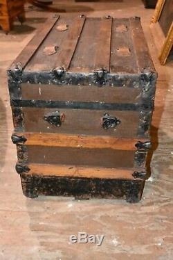 Small Antique Flat Top Primitive Steamer Railroad Wood Slat Trunk Chest Table