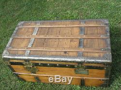 VINTAGE TRUNK TRAVEL LUGGAGE COFFEE TABLE BLANKET BOX Storage old TV STAND retro