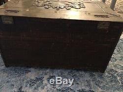Vintage Hammered Brass And Wood Trunk Chest with Lion Crest Nice Cofee Table L30