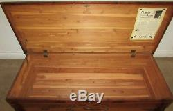 Vintage Lane Solid Cedar Trunk, Blanket, Hope Chest, No Automatic Lock