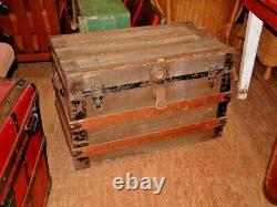 Vintage Trunk with Tray, Coffee Table, Storage Chest 31 X 20 X 18