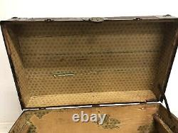 Vintage WOOD STEAMER TRUNK w Key chest coffee table storage box antique brown